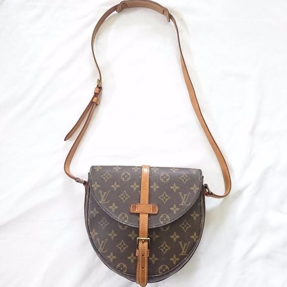 0b75cc394 AUTHENTIC Louis Vuitton Chantilly MM Crossbody Bag.  M_5a345e2af9e5012cd201abb4